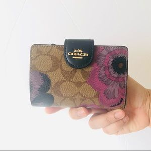 Coach Medium Corner Zip Wallet Kaffe Floral Print